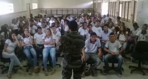 Palestra foi realizada na escola estadual.