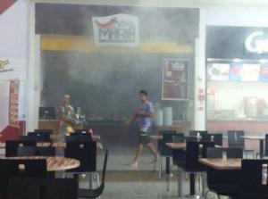 Momento em que a fumaça ainda chamava atenção dos curiosos (Foto: CortesiaInternauta )