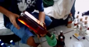 falsificando johnny walker red label.mp4_snapshot_00.28_[2014.07.24_10.35.57]