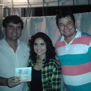 Prefeito Március Beltrão fez questão de acompanhar todo o show. Március Beltrão, Aline Barros e Rafael Medeiros (Sec. de Comunicação)