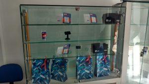 Loja teve todos os celulares roubados.