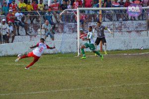 Momento do primeiro gol do Penedense. (Foto: Kim Emmanuel / Boa Informação)