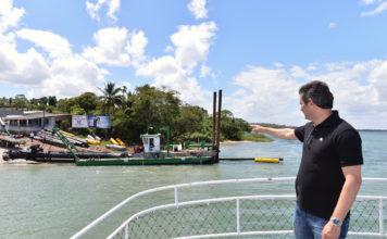 Maurício Quintella visitando obra de dragagem no Rio São Francisco (Foto: Assessoria)