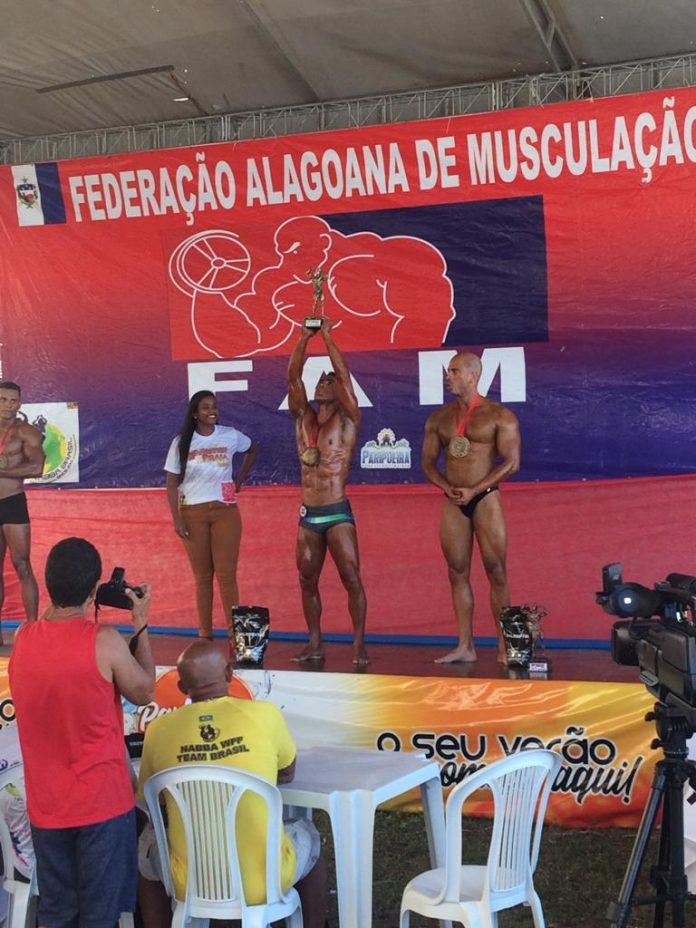 Rafael Barbosa, representante de Penedo, Campeão do Mister Praia 2019.