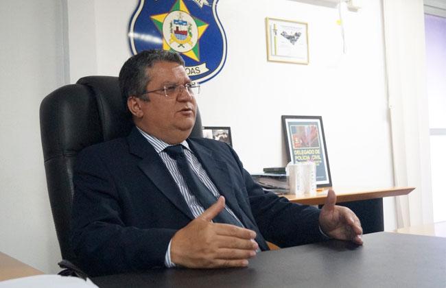 Delegado-geral Paulo Cerqueira afirma que esses significativos índices são fruto dos esforços dos integrantes da Polícia Civil que vêm aprimorando os métodos de investigação e oferecendo toda a atenção devida aos crimes contra as mulheres, especialmente os casos de homicídio. ( Foto: ASCOM-PC )