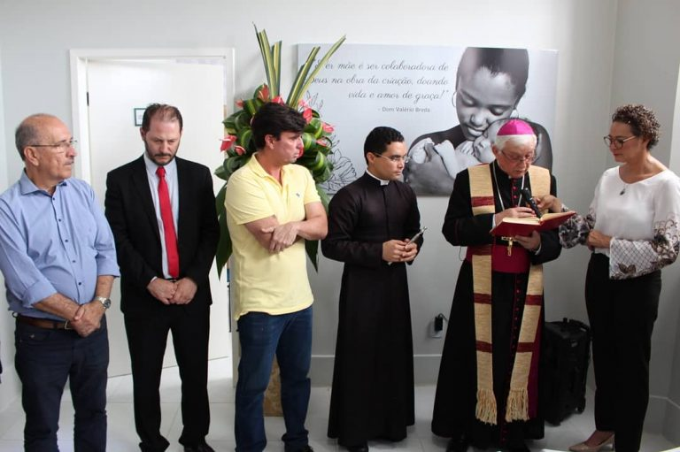 Sob a bênção de Dom Valério, ex, prefeito e prefeitáveis se encontram em Penedo