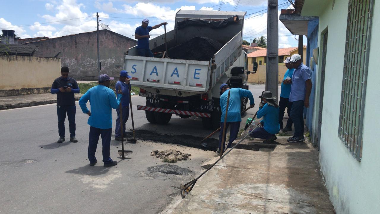 SAAE de Penedo recupera asfalto na cidade penedense - Boa Informação