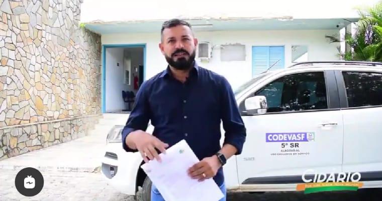Vereador Cidário cobra agilidade e acompanha obra de pavimentação em Igreja Nova