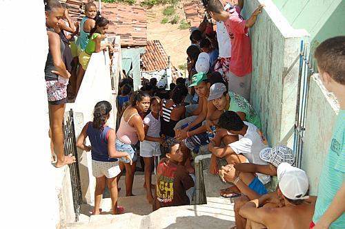 Clima de comoção entre moradores do Morro do Ari